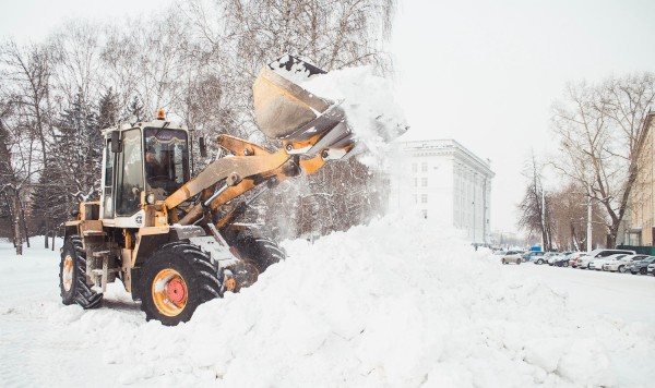 Кто должен чистить снег во дворе