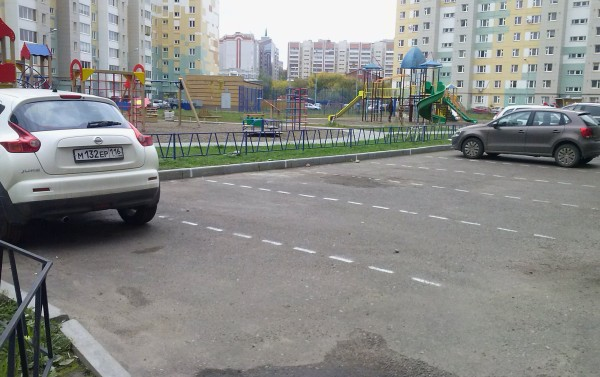 Незаконный захват парковочных мест во дворах
