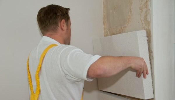 Мокрая стена в квартире - что делать?