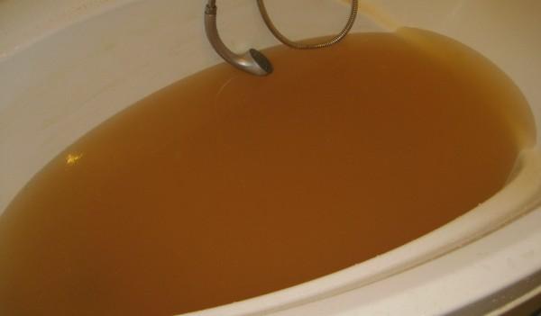 Куда жаловаться - если течет ржавая вода из крана?