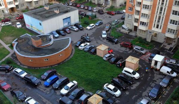 Как оформить парковочное место во дворе?